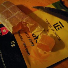 Twisted Extracts Mango Jelly Bomb photo review